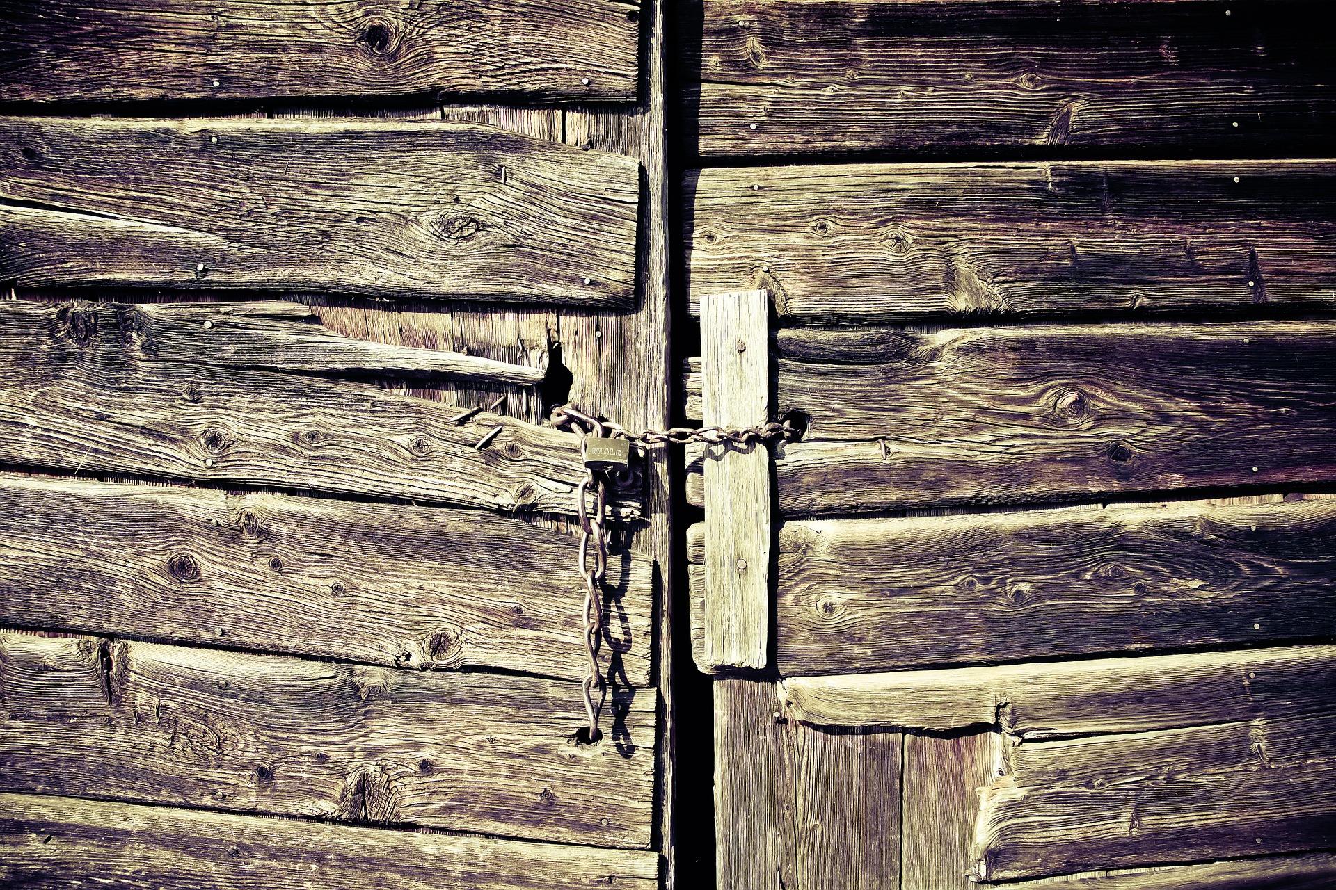 wooden-gate-594188_1920