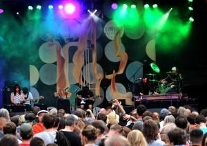 Jambinai auf der Konzertbühne im Heinepark