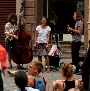 Spontanes Straßenmusikkonzert in der Rudolstädter Fußgängerzone