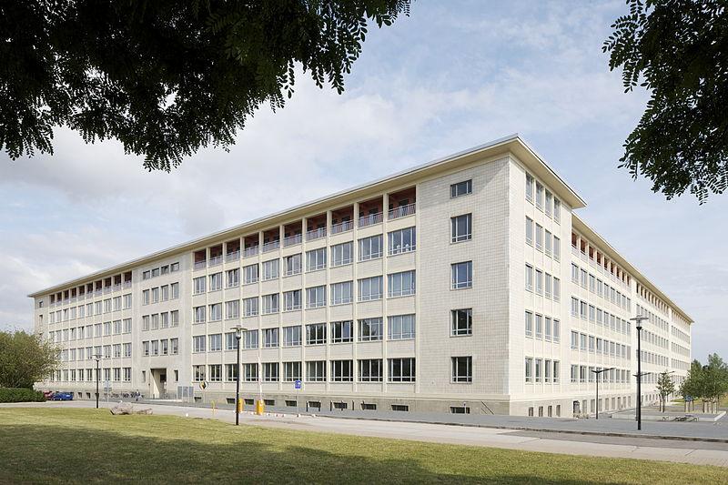 800px-Hochschule_Merseburg_-_Hauptgebäude