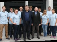 Betreuer Dr. Robert Cichowicz mit seinen Merseburger Gästen
