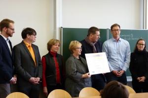 """20.000 Euro für das Schülerlabor """"Chemie zum Anfassen"""""""