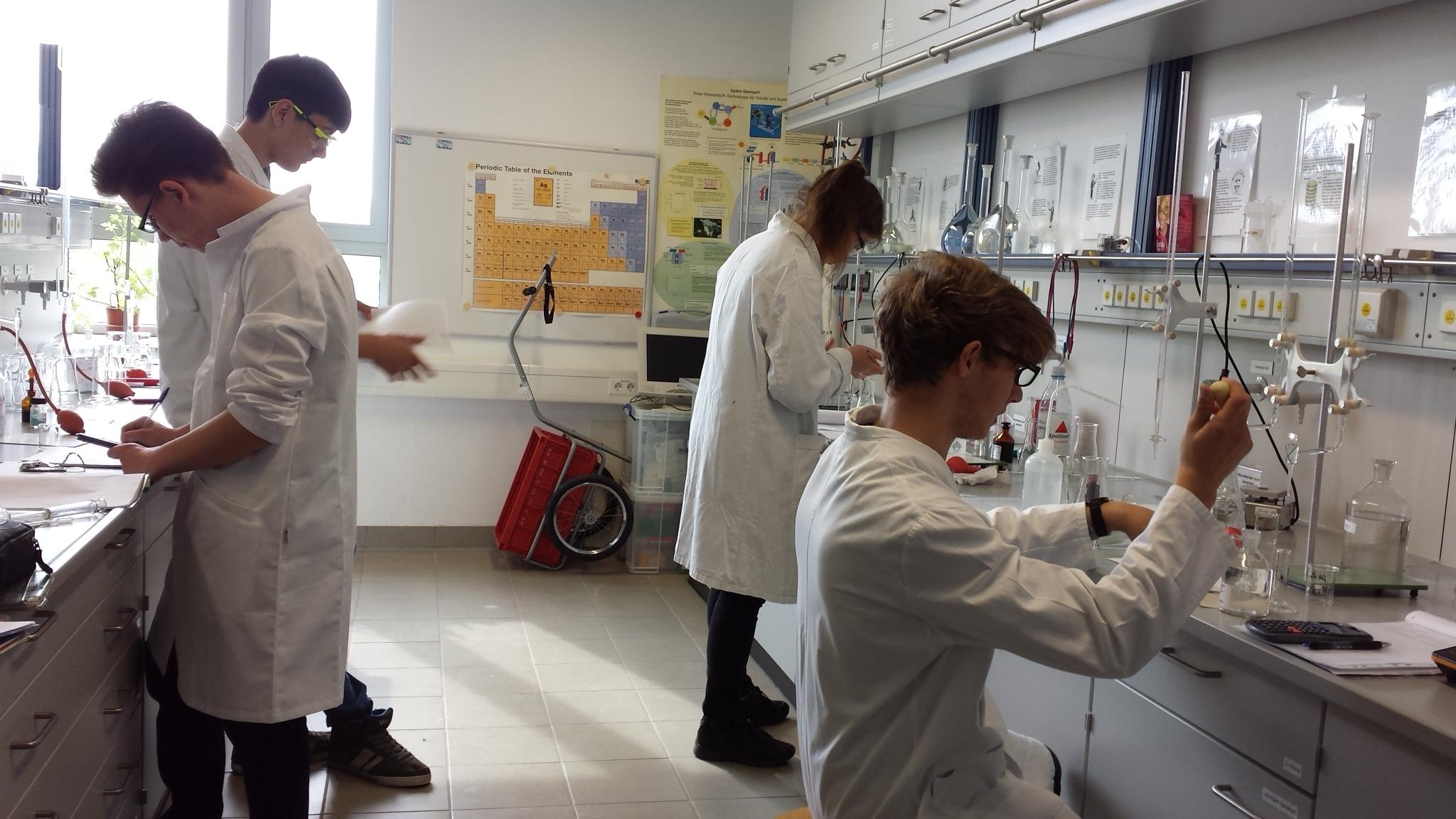 Schülerlabor bereitet sich für Internationale Chemieolympiade vor